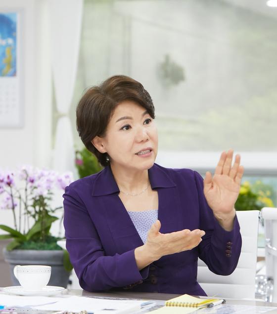 조은희 서울 서초구청장이 연일 독자 정책을 내놓으며 이목을 끌고 있다. [중앙포토]