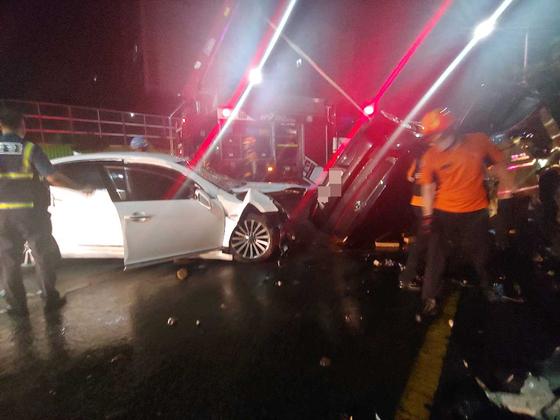 지난 9월 전남 목포에서 무면허 고등학생이 자동차를 운전하다 교통사고가 발생한 모습. 연합뉴스.