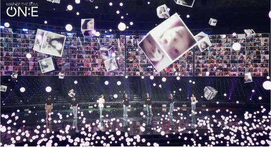 10~11일 열린 방탄소년단 온라인 콘서트 'BTS 맵 오브 더 솔 원'. 증강현실 기술을 활용해 팬들의 모습이 담긴 큐브가 떠다니는 것처럼 연출했다. [사진 빅히트엔터테인먼트]