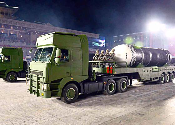 열병식에서 공개된 북극성-4A(SLBM)