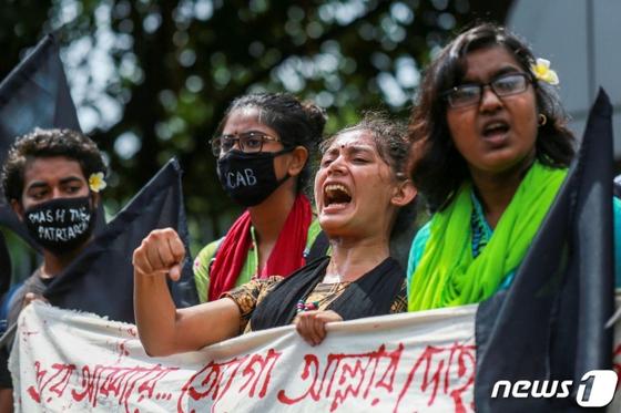 성폭행범을 엄벌에 처하라고 요구하는 방글라데시 시위대. AFP=뉴스1