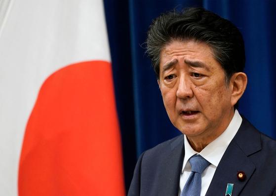 아베 신조 전 일본 총리가 지난 8월 기자회견에서 지병으로 인한 건강악화로 사임을 발표하고 있다. [AFP=연합뉴스]