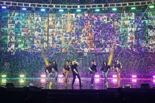 온라인 콘서트 선보이는 그룹 방탄소년단(BTS). 사진 빅히트엔터테인먼트