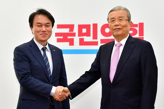 정의당 김종철 신임대표가 13일 오전 국회에서 국민의힘 김종인 비상대책위원장을 예방하고 있다. 오종택 기자