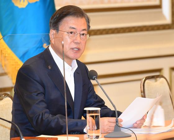 문재인 대통령이 13일 오전 청와대에서 열린 제2차 한국판 뉴딜 전략회의에 참석해 모두발언을 하고 있다. 청와대 사진기자단