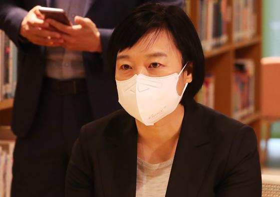 한성숙 네이버 대표가 14일 오전 경기도 성남시 네이버 본사를 항의 방문한 국민의힘 의원들과 만나 발언하고 있다. 연합뉴스