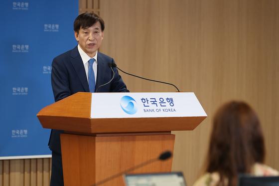 이주열 한국은행 총재가 14일 서울 중구 한국은행에서 열린 통화정책방향 기자간담회에서 발언하고 있다. 뉴스1