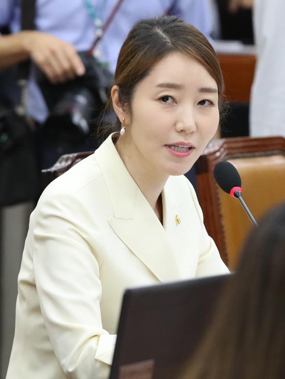 더불어민주당 강선우 의원이 지난 6월 국회 보건복지위원회 전체회의에서 발언하고 있다. 연합뉴스