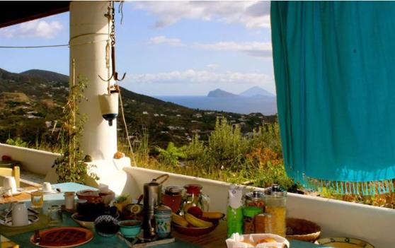 리파리 섬 숙소에서 볼 수 있는 풍경. [페이스북 캡처]