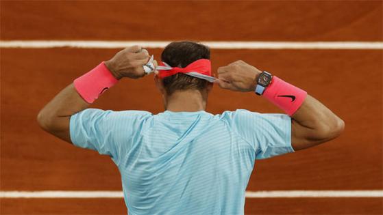 테니스 선수 라파엘 나달이 최근 프랑스오픈에서 착용한 손목시계는 리처드밀의 'RM 27-04' 모델로 가격은 105만달러(약 12억원)에 이른다고 13일 미국 경제전문지 포브스가 보도했다. 로이터=연합뉴스