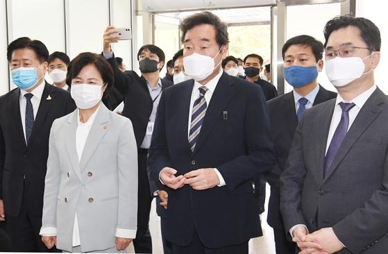 더불어민주당 이낙연대표가 14일 오후 정부과천청사에 마련된 공수처 입주 청사를 방문해 공수처법 개정 가능성을 시사했다. 사진기자협회
