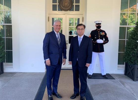 서훈 국가안보실장이 14일(현지시간) 미국 백악관을 방문해 로버트 오브라이언 국가안보보좌관을 만났다.[백악관 NSC 트위터]