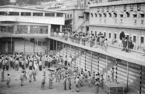 1987년 부산 형제복지원에 강제 수용된 어린이들의 모습. [중앙포토]