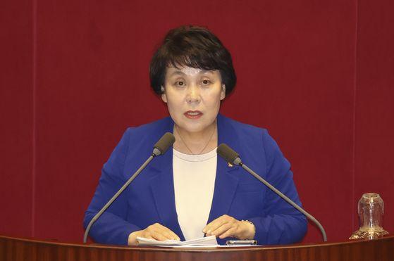 더불어민주당 소속 정춘숙 의원이 국회 본회의에서 발언하고 있다. 중앙포토