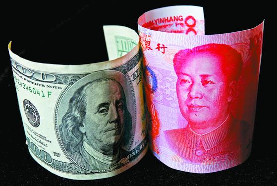 미국 달러 vs 중국 위안. 승자는 누구일까. 로이터=연합뉴스