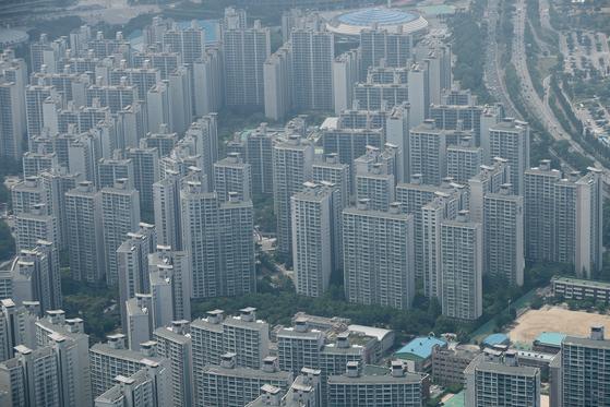 서울 아파트 매매거래가 급감했지만 가격 상승세는 쉽게 꺾이지 않고 있다. 사진은 서울 아파트 전경. [연합뉴스]