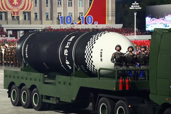 10일 열병식에서 북한은 신형 SLBM '북극성-4ㅅ'을 처음 공개했다. [노동신문=뉴스1]