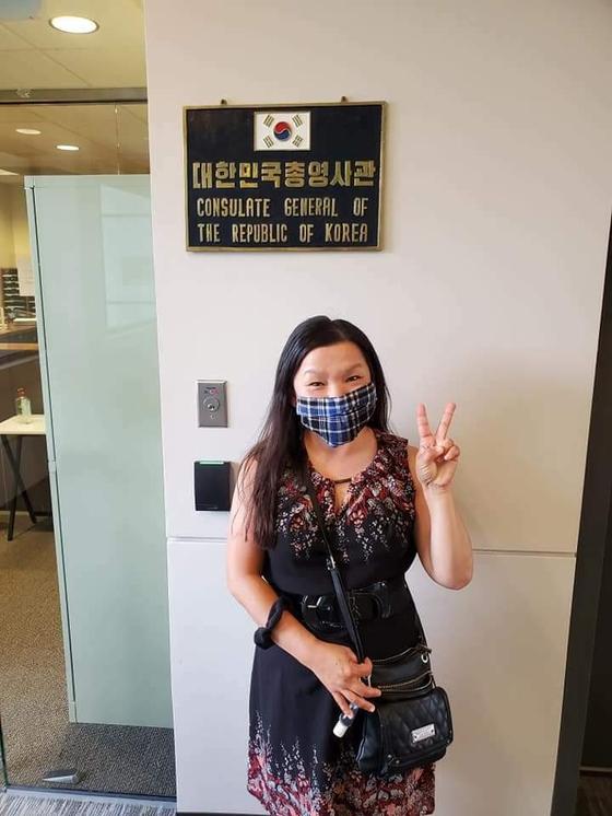 미국 대한민국영사관에서 촬영한 윤상애씨의 모습. 사진 경찰청