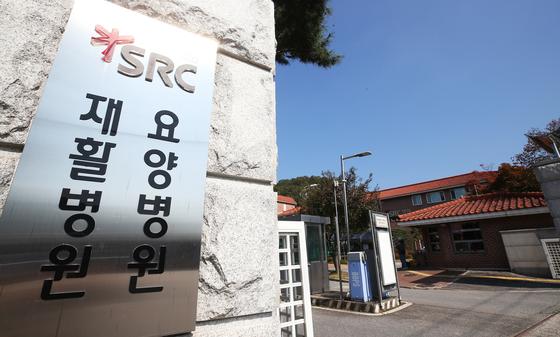코로나19 확진자 다수 발생한 경기 광주 재활병원. 연합뉴스