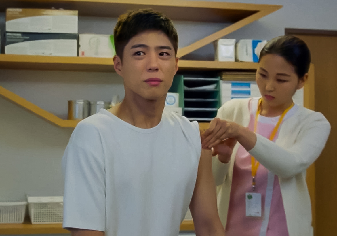 tvN 드라마 '청춘기록'에서 주인공이 HPV 예방 접종을 하는 모습. 유튜브 'tvN DRAMA' 캡처