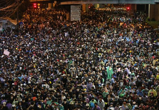17 일 태국 방콕에서 열린 민주화 시위. [EPA=연합뉴스]