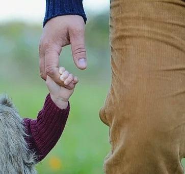 보건복지부지가 지난 15일부터 출생신고가 어려운 미혼부 가구에 자녀의 경우 출생신고 전에도 아동수당, 보육료 및 가정양육수당을 받을 수 있도록 제도를 개선했다고 18일 밝혔다. 제공 pixabay
