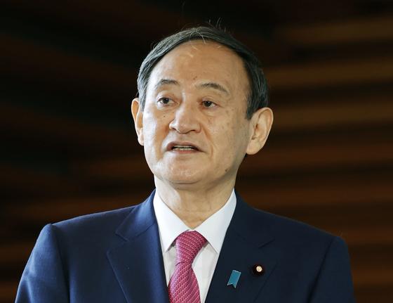 스가 요시히데 일본 총리가 취임 한 달째인 지난 16일 오전 도쿄 소재 일본 총리관저에서 취재에 응하고 있다. 연합뉴스