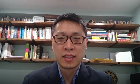 '바이든을 지지하는 한인들' 소속의 나단 박 변호사는 한미 동맹 관계를 정상화하기 위해선 바이든이 당선돼야 한다고 이야기했다. [줌 캡처]