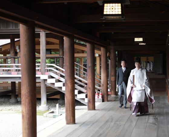 총리 퇴임 후 야스쿠니 신사를 참배한 아베 신조 전 일본 총리. [트위터 캡처]