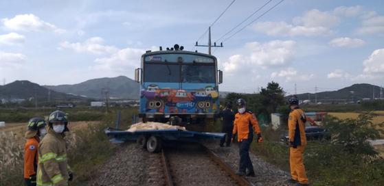 경주 동해선 건널목에서 열차와 트레일러가 충돌해 승객 2명이 부상을 당했다. 연합뉴스