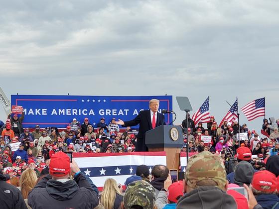 도널드 트럼프 미국 대통령이 17일(현지시간) 대표적 경합주인 미시간주에서 유세를 개최했다. [머스키건=박현영 특파원]