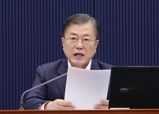 문재인 대통령이 20일 오전 청와대에서 국무회의를 주재하고 있다. 연합뉴스