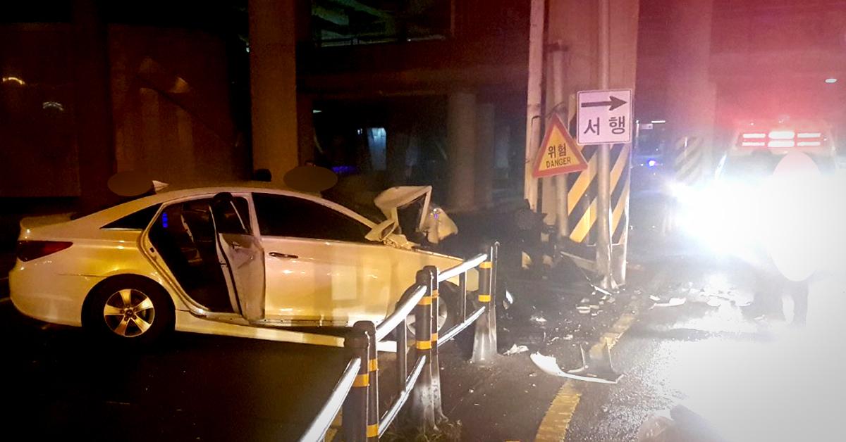 만취운전자는 지난 6월 19일 오전 0시 46분께 단속 경찰 매단 채 도주하다 인근 고가도로 교각을 들이받은 뒤 검거됐다. 사진 부산 동래경찰서