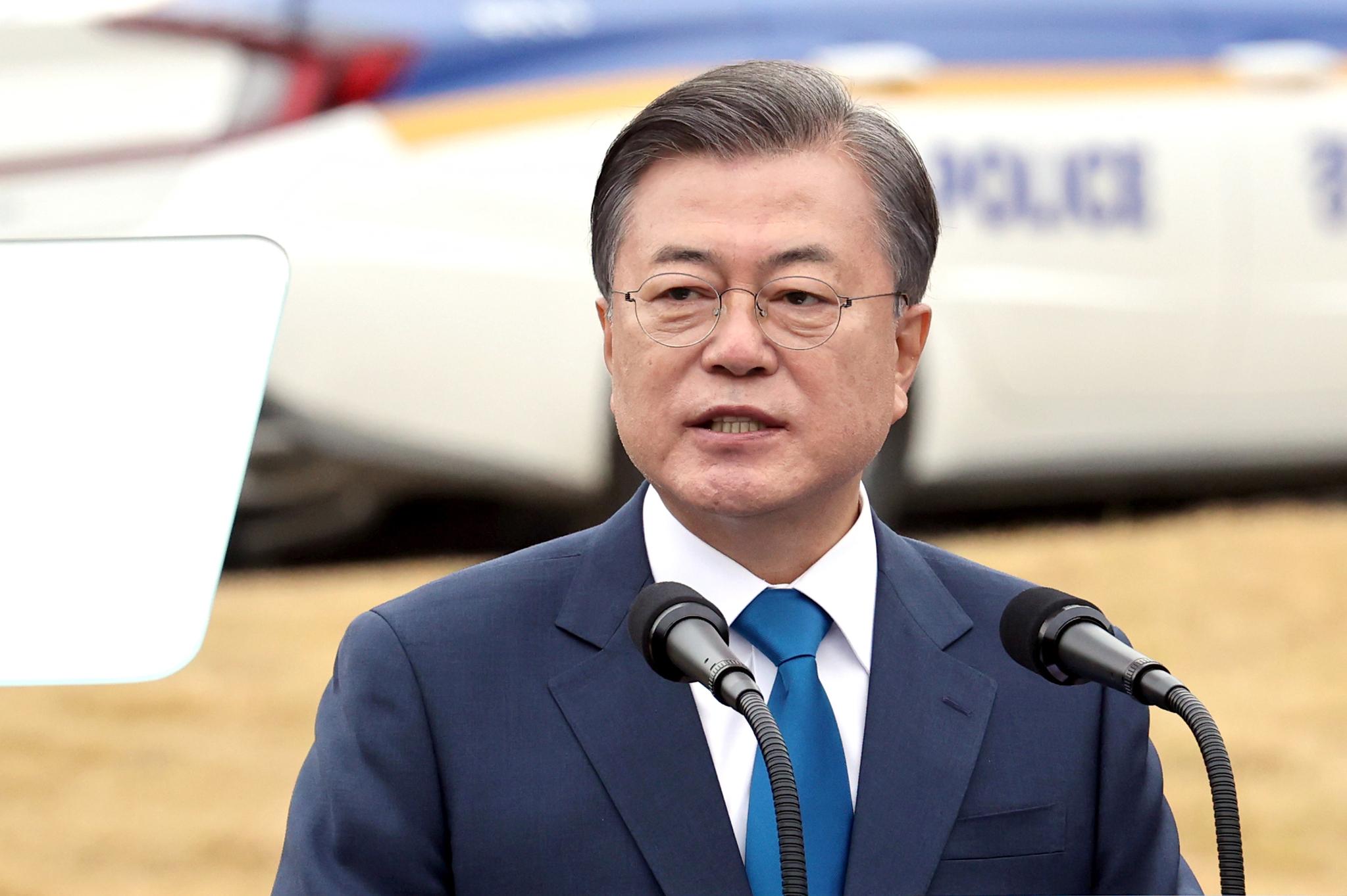 문재인 대통령이 21일 충남 아산시 경찰인재개발원에서 열린 제75주년 경찰의 날 기념식에서 기념사를 하고 있다. 연합뉴스