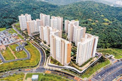 대구광역시 동구 지묘동 연경지구에 위치한 대구 연경 아이파크는 남향 위주 배치로 풍부한 일조권을 자랑한다.