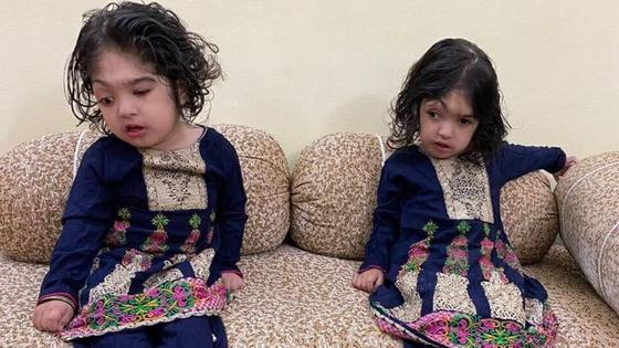 샤파와 마르와 자매의 가족. 사진 BBC 캡처