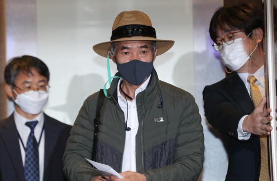 서해 연평도 해상에서 표류 중 북한군에 사살돼 숨진 해양수산부 산하 공무원 A씨의 형 이래진 씨. 연합뉴스
