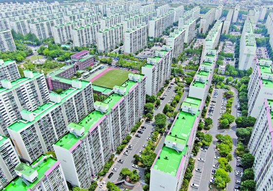대전 아파트값이 두 달간 2.29% 올랐다. 지방 5대 광역시 중 가장 높은 상승률이다. 사진은 대전 서구 둔산동 아파트 단지의 모습. [연합뉴스]