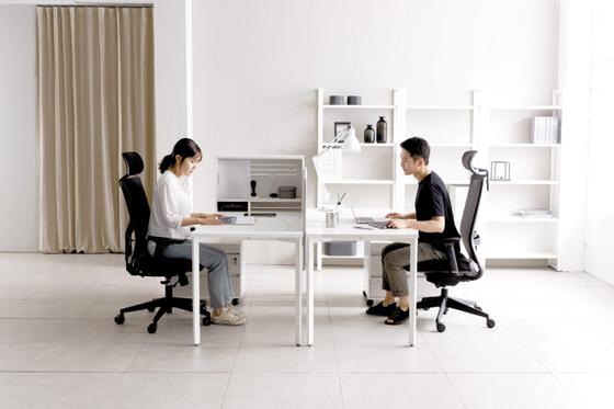 비츠는 재택근무가 늘어나고 있는 추세에 맞춰 사무실은 물론 가정에서도 사용할 수 있도록 복합적 디자인과 친환경 소재를 적용했다. [사진 한샘이펙스]