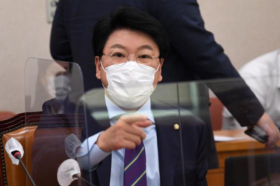 국민의힘 장제원 의원이 12일 서울 여의도 국회에서 열린 법제사법위원회의 법무부 등에 대한 국정감사에서 발언을 하고 있다. 연합뉴스
