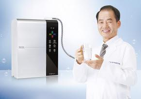 김영귀환원수는 국제 발명대회 13관왕에 빛나는 물 과학 기술이 적용됐다.