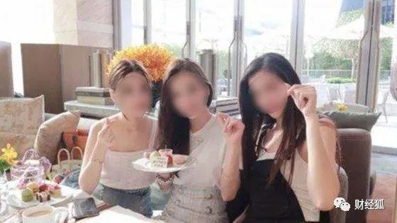 중국 상하이에서 유행하는 '규수' 클럽. 함께 돈을 모아 사치품을 빌려 쓰거나 고급 호텔에서 즐기는 모습을 사진 찍어 인터넷 공간에 올린다. [중국 바이두 캡처]