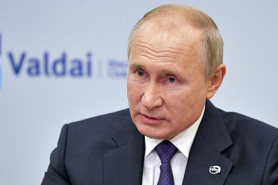 """푸틴, 나발니 독극물 테러 의혹 부인…""""베를린행 내가 허..."""