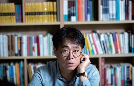 """김경율 경제민주주의21 대표는 10월 13일 월간중앙과 인터뷰에서 최근 잇따르는 사모펀드 사태의 본질을 '초심을 잃은 586이 탐욕자본과 결탁한 것""""이라고 비판했다."""