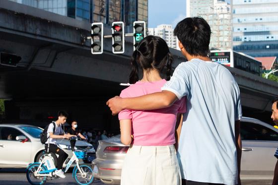 데이트를 즐기는 중국의 한 커플. (기사 내용과는 무관함) [신화통신=연합뉴스]