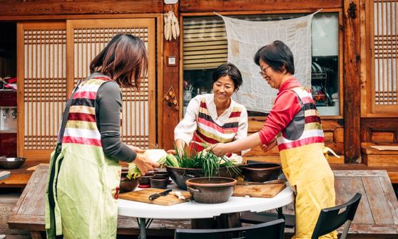 에어비앤비는 집주인 과 손님 을 연결해주는 대표적인 공유숙박 서비스다. [사진 에어비앤비]