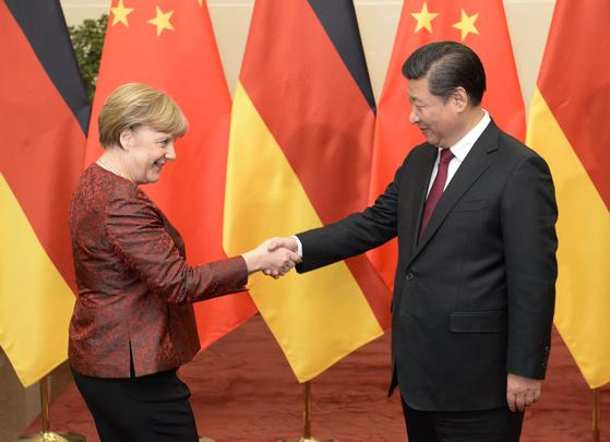 2015년 중국 베이징에서 만난 당시 앙겔라 메르켈 독일 총리(왼쪽)와 시진핑 중국 국가주석[AP=연합뉴스]