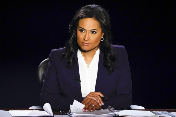 22일 미국 테네시주에서 열린 대통령 후보 마지막 TV토론 진행자인 크리스틴 웰커 NBC뉴스 앵커. [AP=연합뉴스]