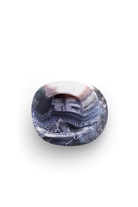 '100개의 브로치' 전시-김수연/ 계동의 봄, 서울 Spring of Gyedong, Seoul 인화지, 에폭시레진, 바니쉬, 정은 Photograph Paper, Epoxy Resin, Barnish, Sterling Silver 11.5X10X2cm/ 2020