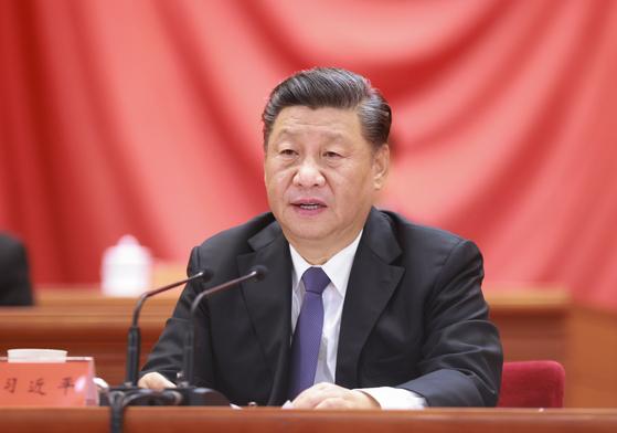 시진핑 중국 국가주석이 23일 베이징 인민대회당에서 열린 '중국 인민지원군 항미원조 출국 작전 70주년 기념 대회'에서 연설하고 있다. [신화=연합뉴스]